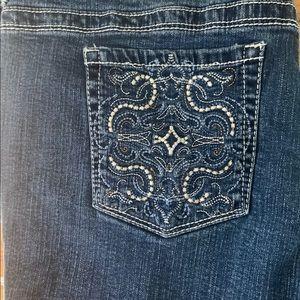 Sz 18 Jean shorts. Needs a new zipper. Very comfy!